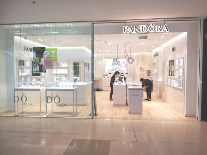 22/06/17 New Pandora in Maremagnum Shopping Center in Barcelona - INdecosa